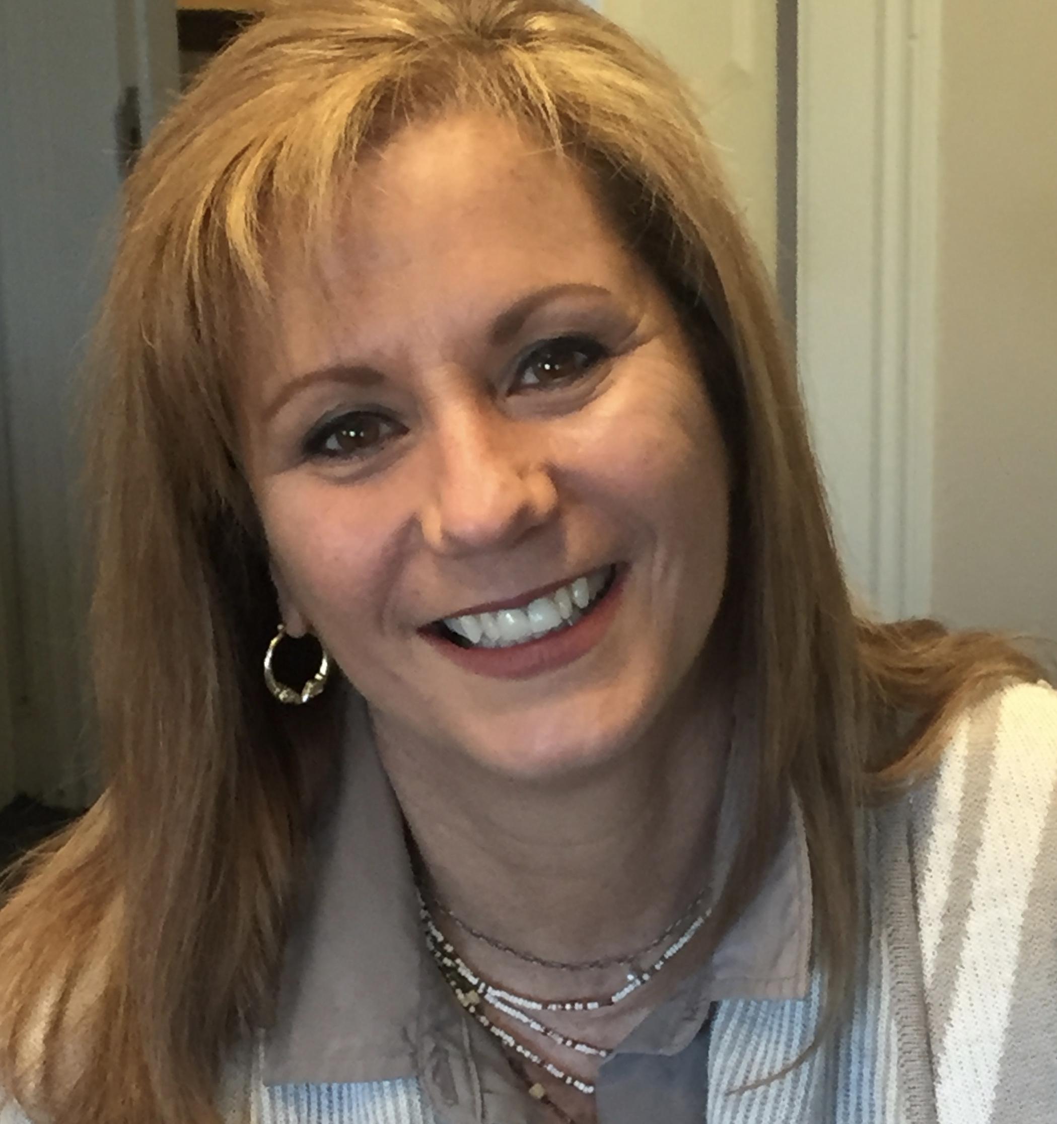 Angela Whelan :